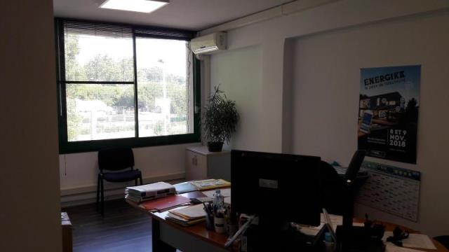 ANGLET - Local commercial - 748 €
